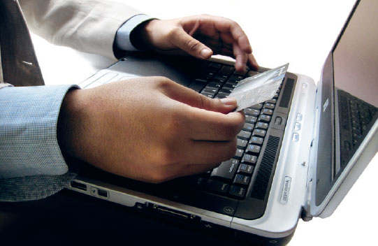 Comertul online cu carduri bancare in crestere cu 75%