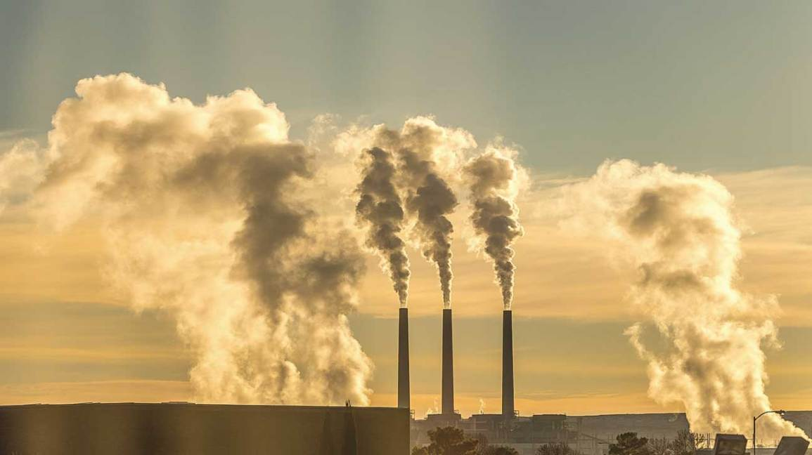 Cum provoaca fabricile poluarea aerului?